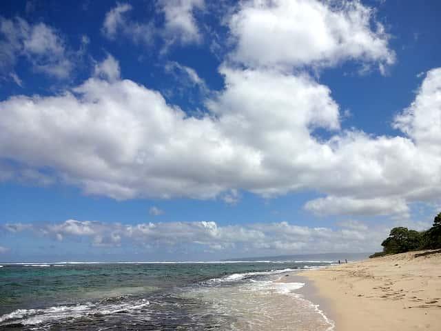 オアフ島で誰もいないビーチを楽しめる場所