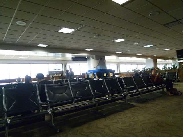 ハワイまでエコノミークラスでも席に広さが欲しい人向けの航空会社の選び方