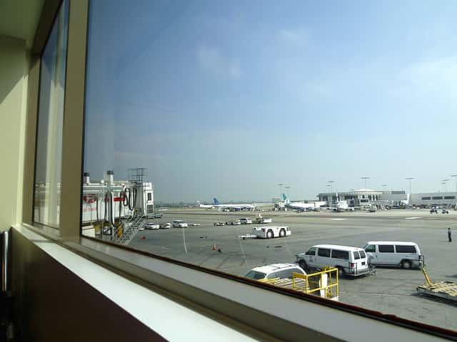 死ぬかと思った!日本への帰りの飛行機で台風に遭遇した体験談
