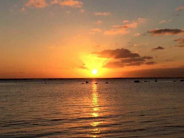 動画で見るワイキキで一番美しい夕日の様子