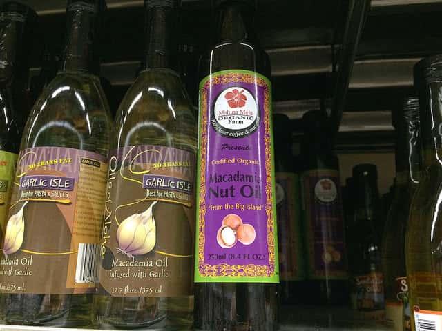 お土産にも嬉しい!ハワイ産のマカダミアナッツオイルの魅力
