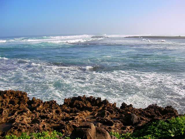 ハワイに絶好のサーフィンポイントが多い理由