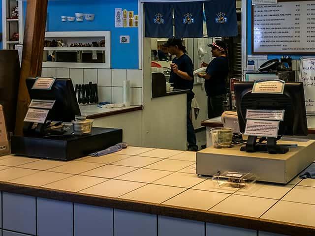ハワイの飲食店で現金払いのチップで戸惑うことになるケース