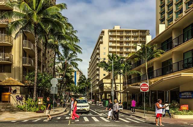 ハワイ旅行にデビッドカードを持って行くときの注意点