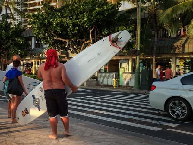 ハワイ旅行で快適に過ごせる男性向けの水着の選び方