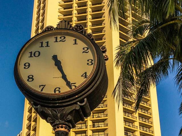 ハワイで電子機器の時間に時差を設定するときに気をつけること
