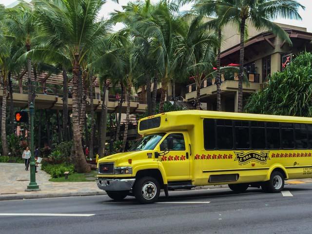 個人手配のハワイ旅行で空港送迎サービスを利用する魅力