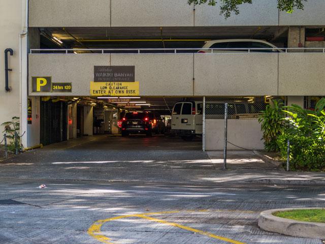 ワイキキバニアンの駐車場へのわかりやすい駐車の仕方
