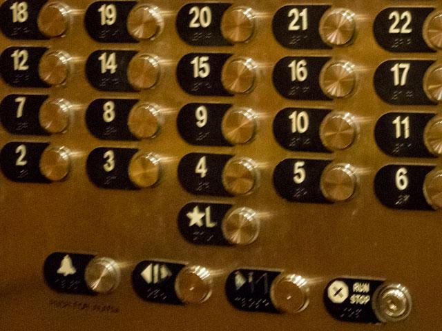 ハワイのエレベーターを初めて利用する人が戸惑うこと