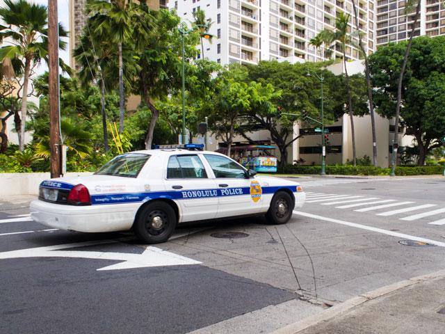 ハワイで赤ちゃんを乗せた車の運転中にやると捕まる要注意の行為