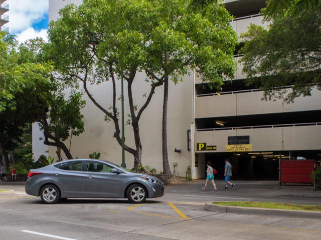 ハワイで借りた車はレンタカーだとバレるのか
