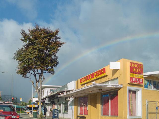 ワイキキから虹がよく見える方角