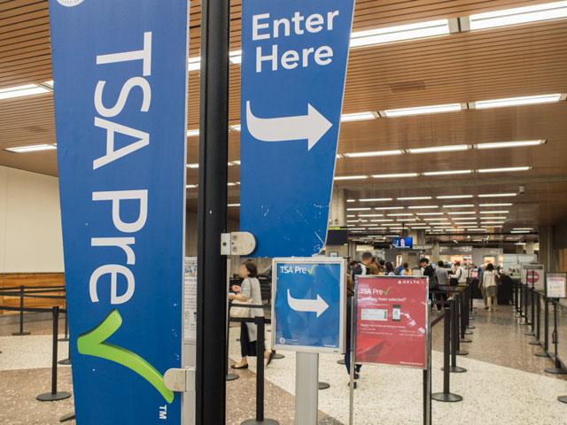 ホノルル空港の保安検査前
