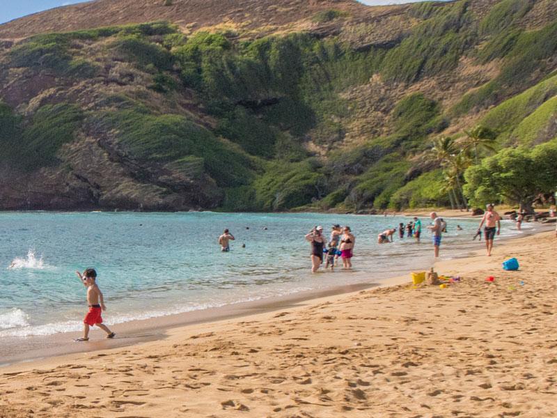 2歳児がハワイのビーチを楽しむのに役立ったオモチャ