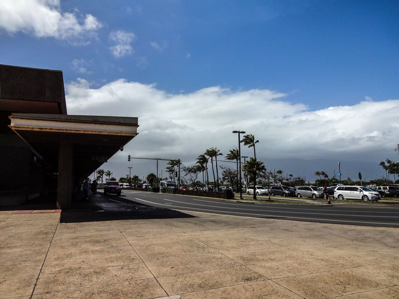 マウイ島のカフルイ空港の風景