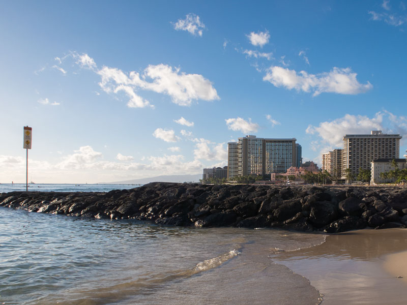 ワイキキのクヒオビーチの風景