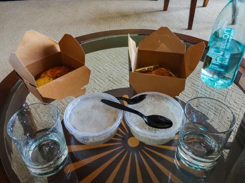 マウイ島のWhole Foodsのサラダバーの箱