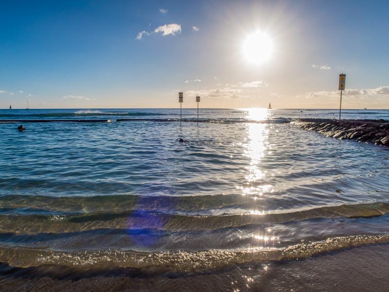 ワイキキビーチに沈む夕日
