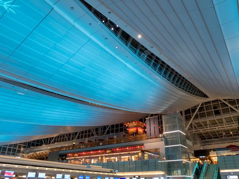 羽田空港国際線の出発ロビー