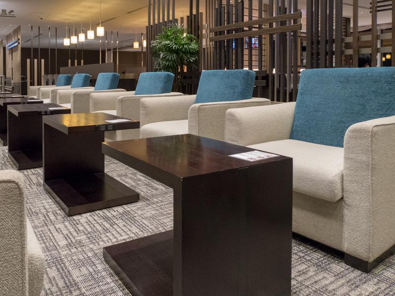 羽田空港Sky Loungeのソファー