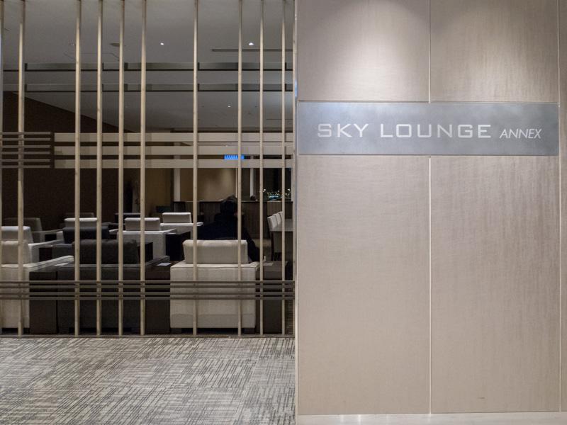 羽田空港のSky Lounge Annexの入り口前