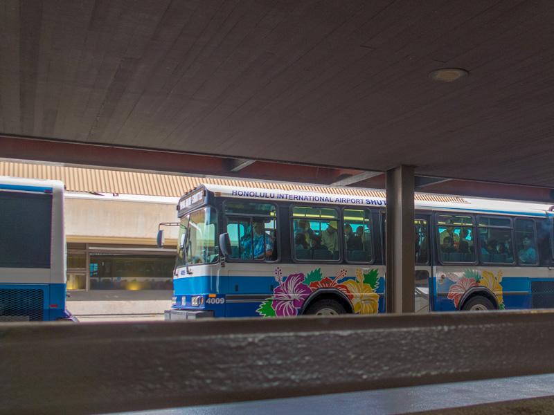 ホノルル空港のシャトルバス