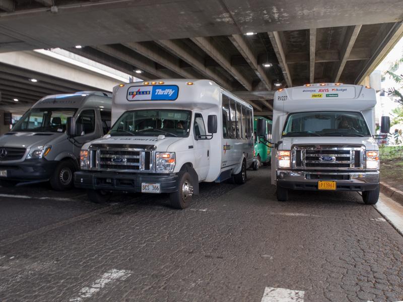 ホノルル空港前のシャトルバス