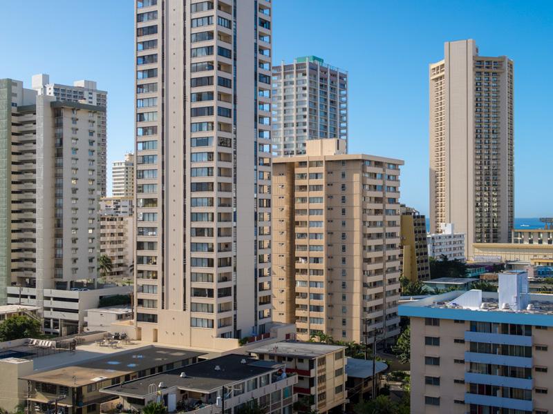 ワイキキ・サンドビラのプレミアムゴルフコースビュー11階からの南側の眺め