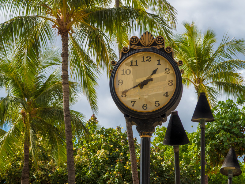 ワイキキの交番近くの時計