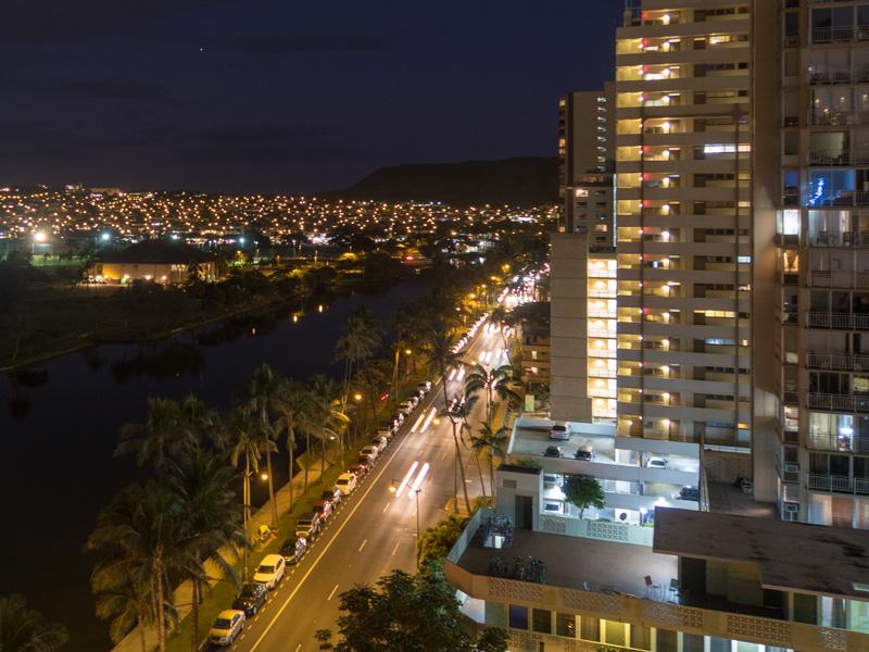 夜のアラワイ通り