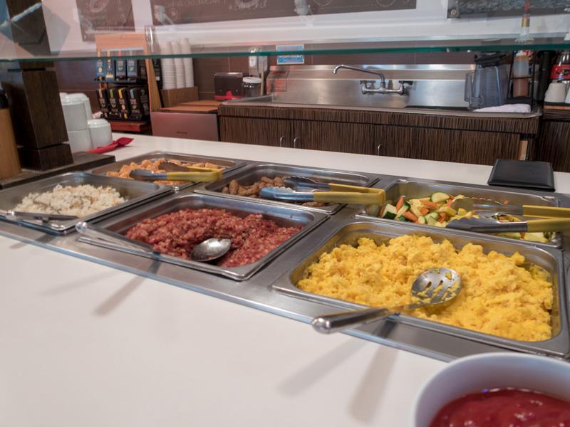 ワイキキ・サンドビラ・ホテルの朝食ビュッフェ