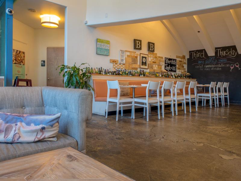アラモアナセンター近くのカフェBread & Butterを仕事目的の暇潰しで利用した感想