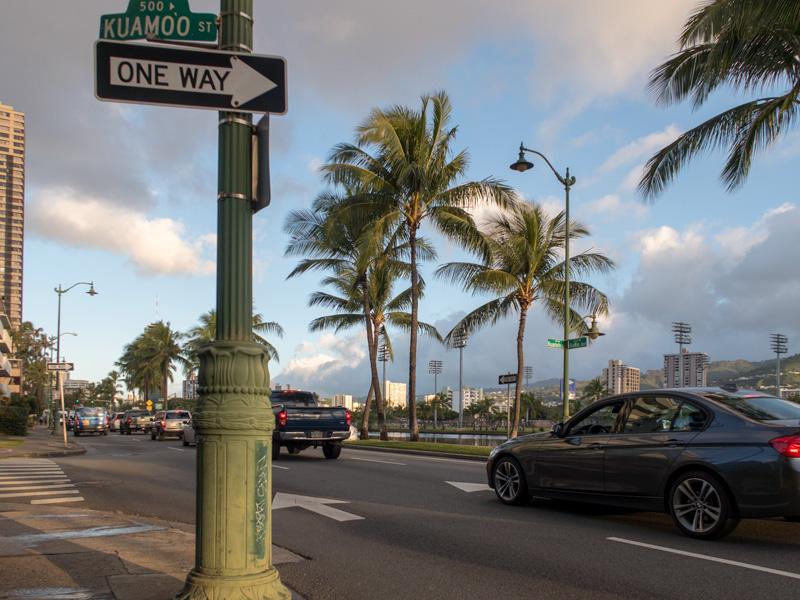 朝7時台のアラワイ通りの風景