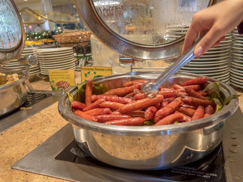 アラモアナ・ホテルの朝食ビュッフェの様子がわかる写真