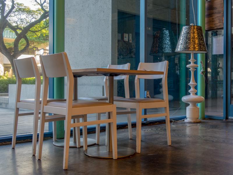 アラモアナのカフェBread and Butterのテーブル席