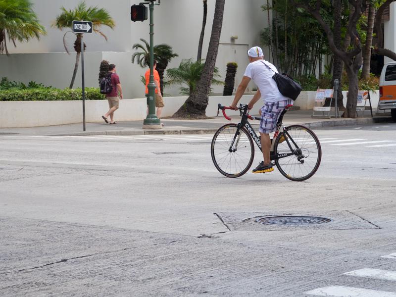 ハワイで駐輪中の自転車が使っている鍵の具体例