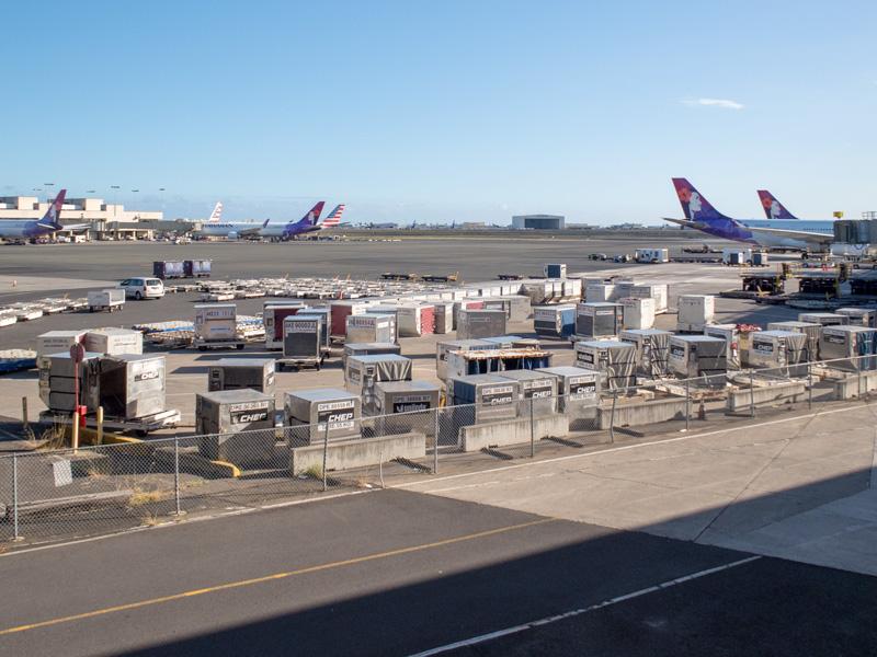 帰りのハワイアン航空の機内で免税品販売の演出があったか?
