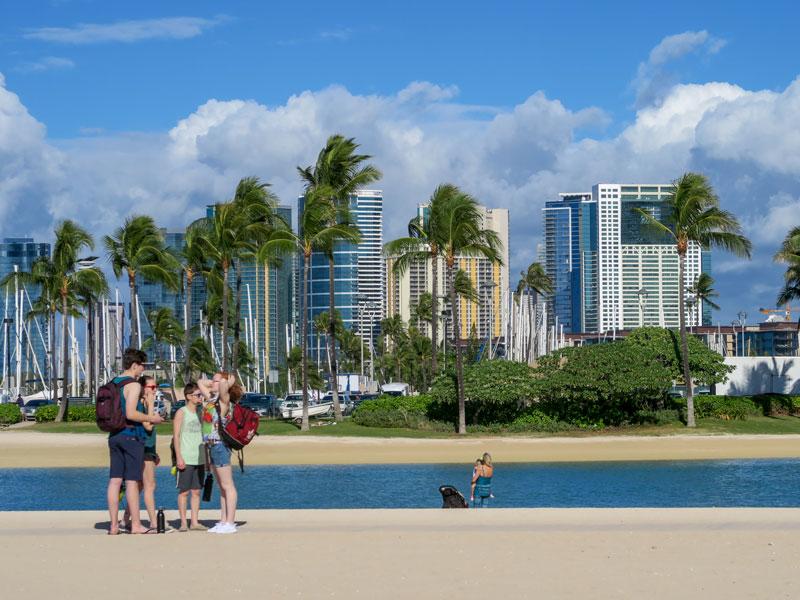 10泊のハワイ旅行に何日分の衣類を準備したか