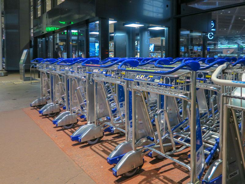 成田空港第1ターミナルの北ウィング4F出発ロビーでカート置き場があった場所