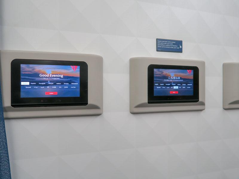 デルタで機内エンターテイメントのモニタが使えない時どうしたらよいか?