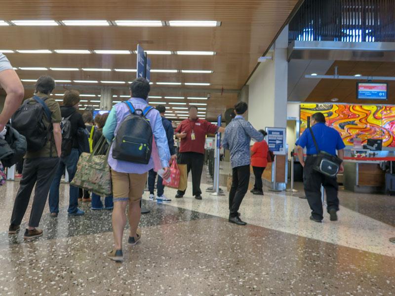 ベビーカーで空港の保安検査に乗り込む際に折りたたむ必要があったか?
