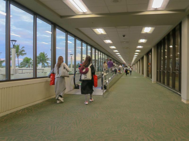 到着したホノルル空港でシャトルバスが使えなかった搭乗口の位置