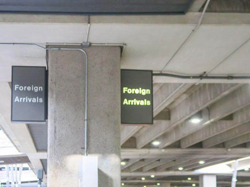 他人同士のグループでのハワイ旅行で入国審査はバラバラで受けることになるか?