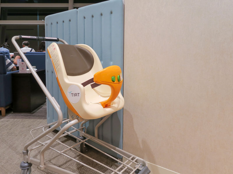 羽田空港の出国審査で赤ちゃんをベビーカーに乗せたままで通れるか?