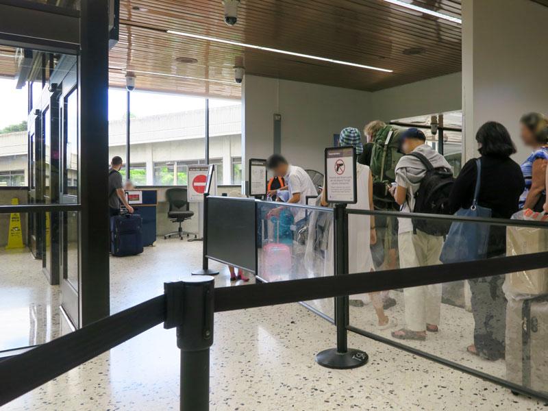ホノルル空港での乗換え時、保安検査前の受付で引き留められた体験談