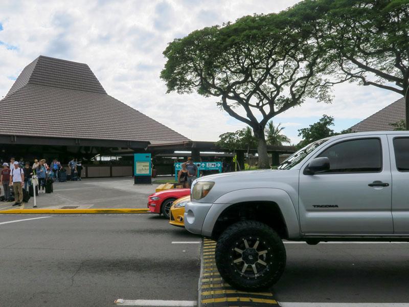 コナ空港でHertzのシャトルバスが来るまでの待ち時間の例