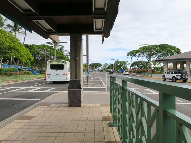 コナ空港でレンタカーのシャトルバス乗り場が合っているか不安になった話