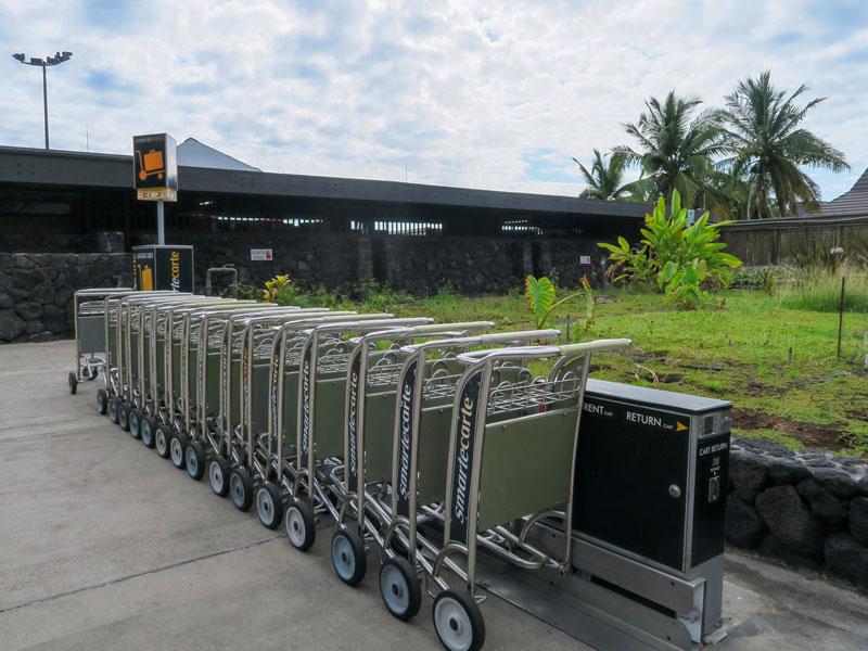 ハワイ島コナ空港到着時にカートを無料で使えるか?