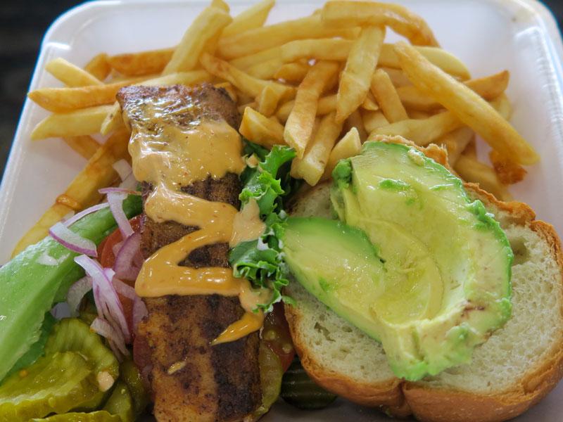 ホノルル空港内で買った食べ物をコナ空港行きの便に持ち込んだ体験談