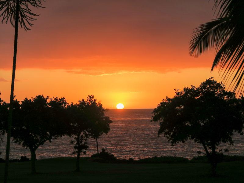 コナ・コースト・リゾートでベランダから海に沈む夕日を見れた部屋の例